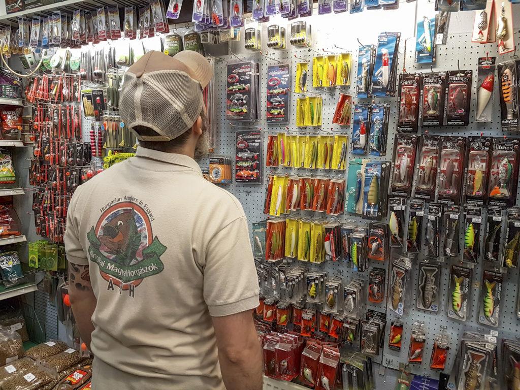 Horgászbolt - tackle shop