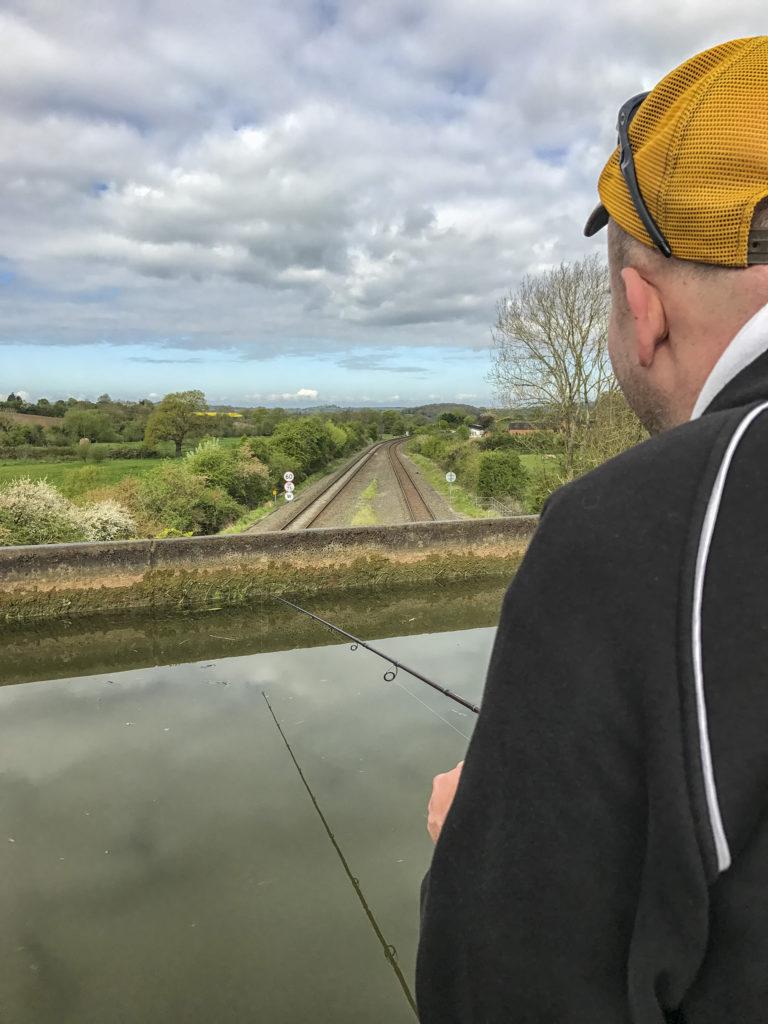 Pergetés vasúti híd felett