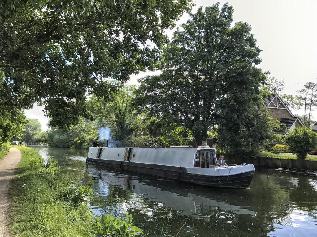 Lakóhajó a londoni csatornán