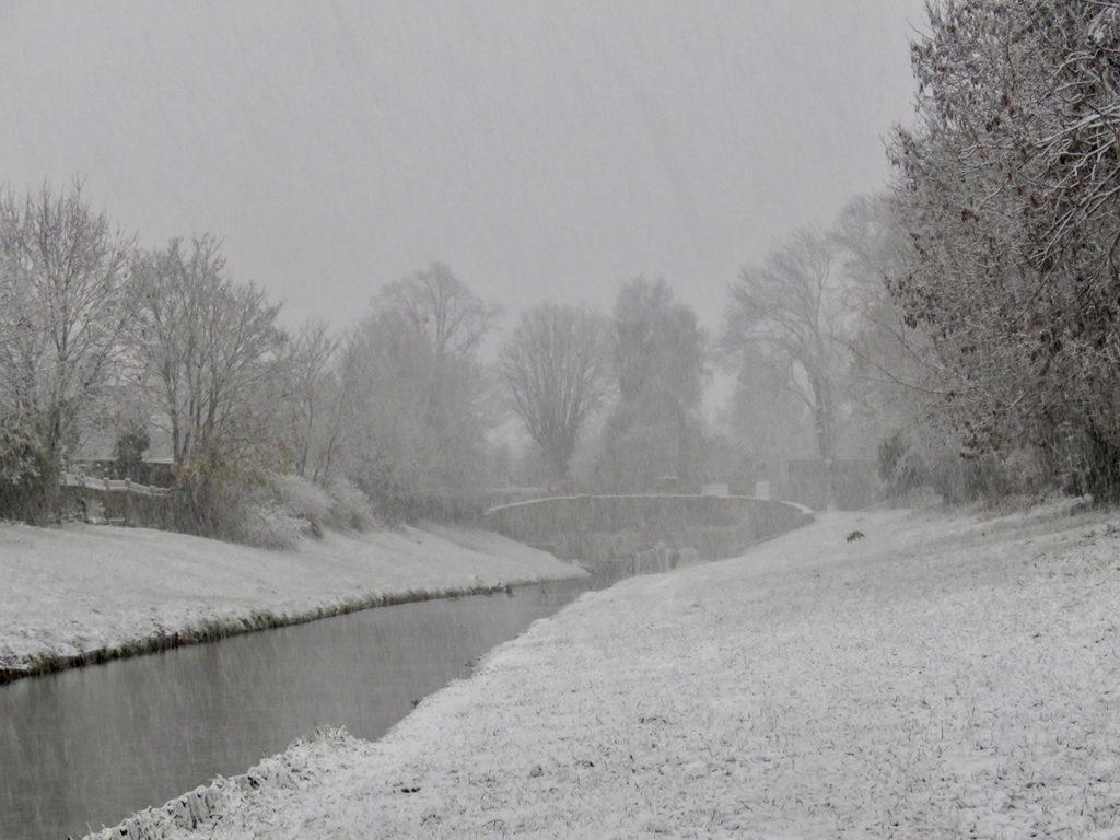 téli folyópart anglia, winter on the rivebank
